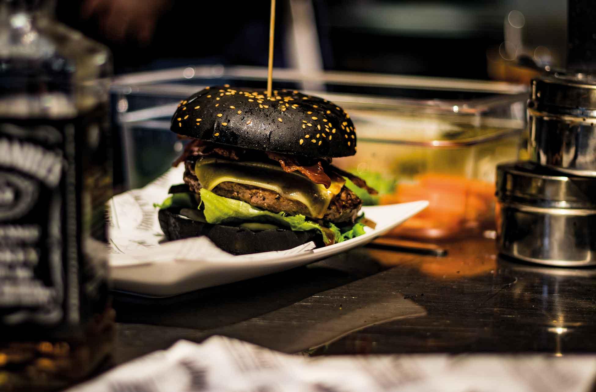 ace_black_burgeri2